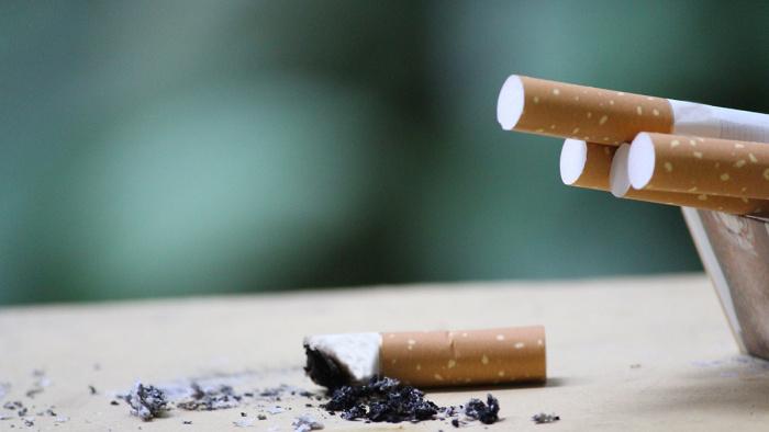 1 juli blir det förbjudet att röka på allmänna platser utomhus