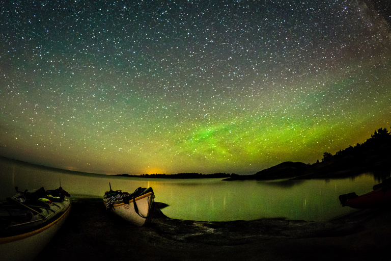 Paddling i ljuset från meteor