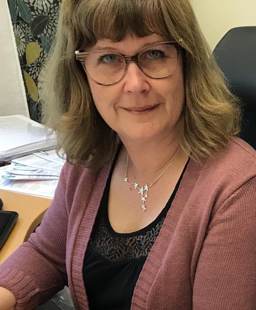 Angelica Karlsson arbetar med att säkerställa tillgången till skyddsutrustning under coronapandemi