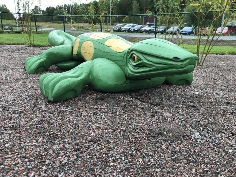 En krokodil... Del av den nya utemiljö på nya förskolan i Sörby